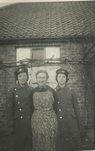 Picture of Annie Elizabeth Cammidge (nee Lisle) with Meg Cammidge and Nancy Cammidge as they prepared to leave for their duty at the beginning of World War II